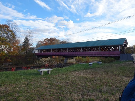 West Swanzey, Nueva Hampshire: bridge view from parking area