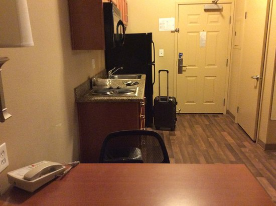 Extended Stay America - Bakersfield - Chester Lane: Room Entrance