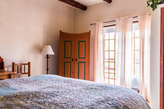 Blue Sky Retreat at San Geronimo: Room 25, Queen bed, patio overlooking pool