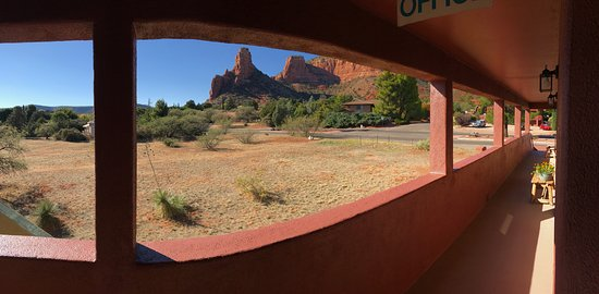 Sedona Village Lodge: Castle Rock from our balcony