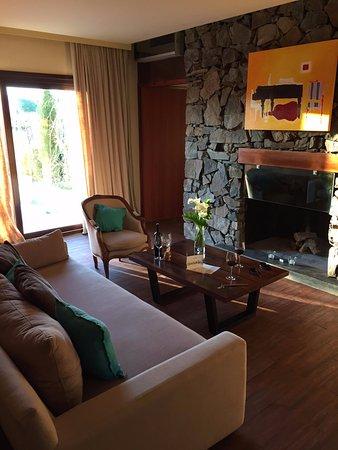 Cavas Wine Lodge: Vineyard Villa Living Room