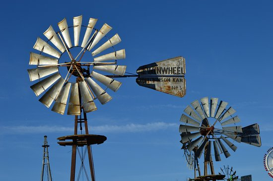 Kendallville, IN: windmill