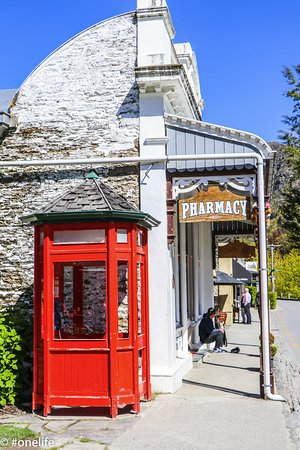 Arrowtown, New Zealand: Loved the phone box!