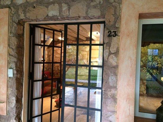 Finca Adalgisa Wine Hotel, Vineyard & Winery: Entrada a nuestra habitacion de dos pisos