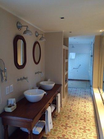 Finca Adalgisa Wine Hotel, Vineyard & Winery: Baño de la habitacion