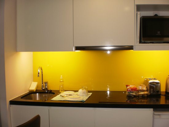 citadines trafalgar square london kicthette with 2 microwave