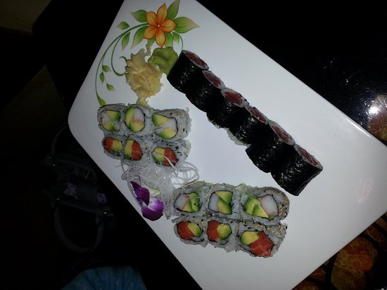 Sayville, NY: Salmon tartar, sushi combo, duck wrap api.