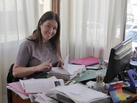 Hotel Austral: RECEPCION y ASESORAMIENTO / Sra CAROLINA