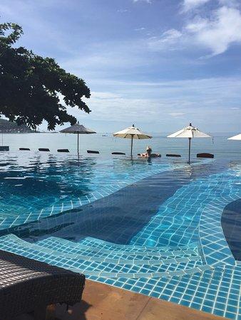 Lipa Noi, Tailândia: Очень милый ресторан с бассейном и пляжем. Посещали три раза, довольны! Вкусная еда, заказывали