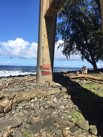 Hakalau Beach: graffiti