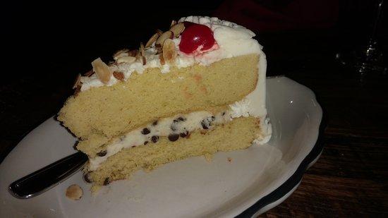 Shell Knob, MO: Cannoli Cake