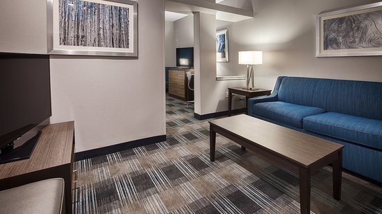 Best Western Town Center Inn: All New Rooms   King Size Bed,living Room