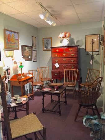 Quechee, VT: Early American country antiques