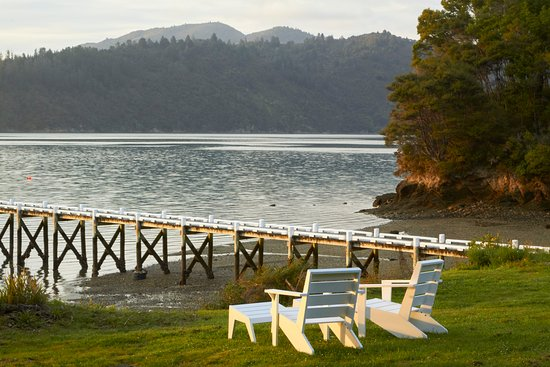Marlborough Region, Selandia Baru: Relax on our chairs looking out over the Sound