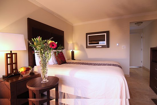 Harbor View Inn: New-remodeled queen size bed