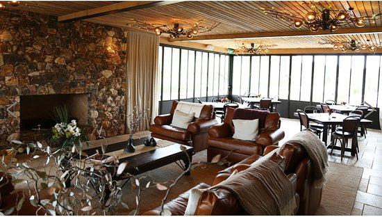Wyspa Waiheke, Nowa Zelandia: Lovely room to sip some wines- the craft beer is good too- it's called Alibi