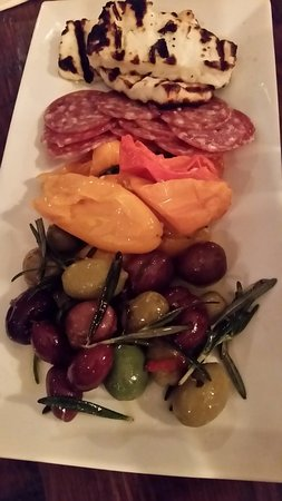 Congers, Estado de Nueva York: Antipasto. Most fabulous with the grilled mozerella.