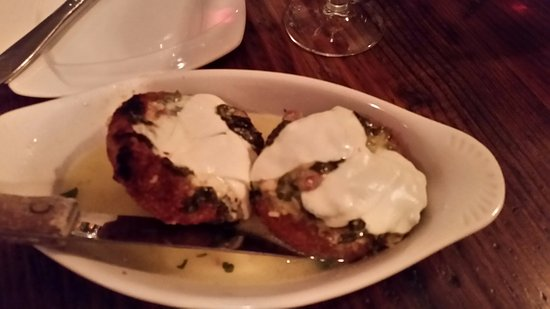 Congers, Estado de Nueva York: Crispy artichoke bottoms stuffed with spinach and mozzerella.