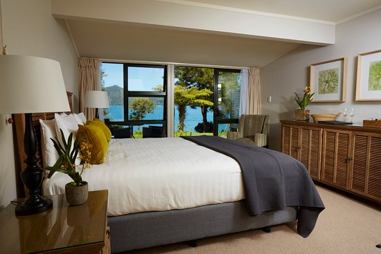 Marlborough Region, New Zealand: Spacious Seaview room overlooking the water