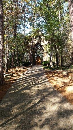Bella Vista, AR: walkway to Chapel