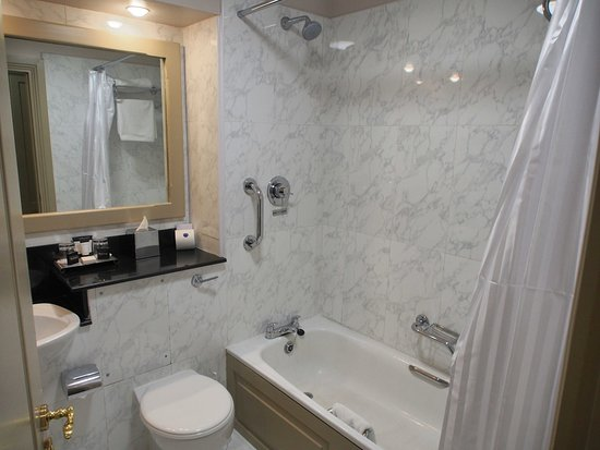 Kilkenny River Court Hotel: Bathroom