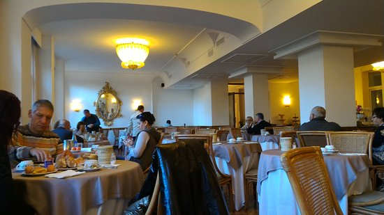 Carlton International Hotel: P_20161012_075119_large.jpg