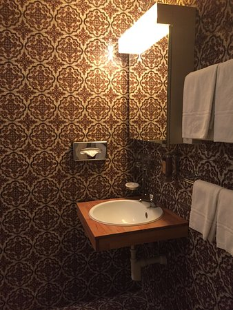 The Park-Garden Hotel at Mattenhof Resort: classic bathroom
