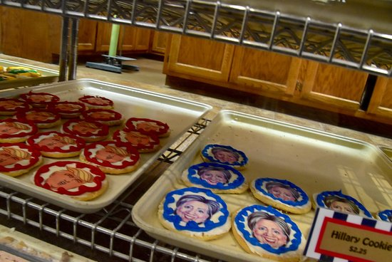 De Pere, WI: Presidential Candidate Cookies
