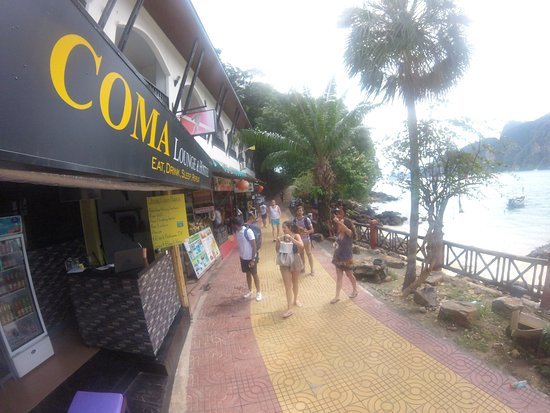 Coma Lounge & Hostel