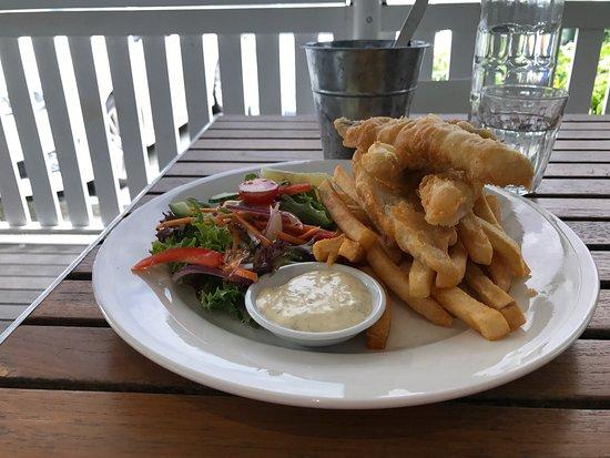 Hyams Beach, Australia: Fish and Chips
