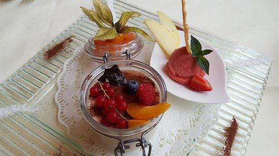 Hänggi's Restaurant Davos: Wildberry Tiramisu - summer special
