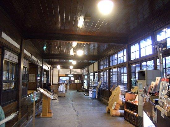 Goshogawara, Japan: 玄関入ったところから奥の眺め