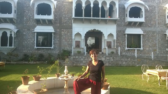 Rajasthan Palace Hotel: Me in the garden