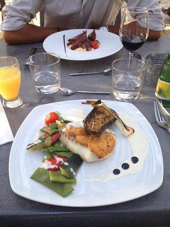 Listrac-Medoc, Frankrike: Poisson et ses légumes