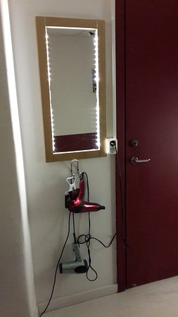 Crafoord Place: Фены в коридоре хостела