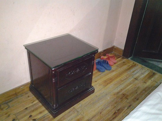 Bamboo House Hotel New: side cabinet