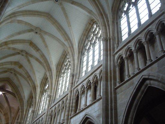 L'Epine, France: Architecture des latéraux