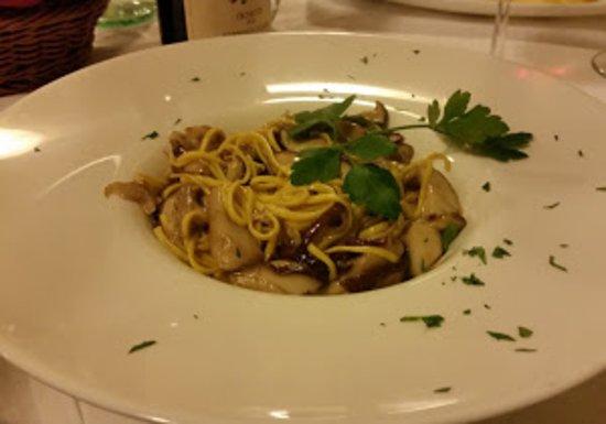 Pavarolo, إيطاليا: tagliolini ai funghi freschi