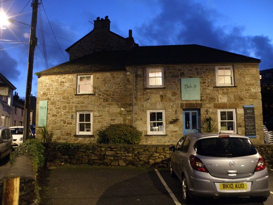 Newlyn, UK: Front of Duke Street Cafe