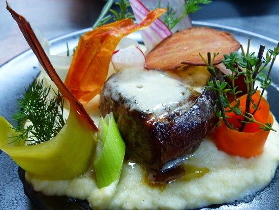 Velleron, France : Quasi de veau, espuma foie gras, velouté de céleri
