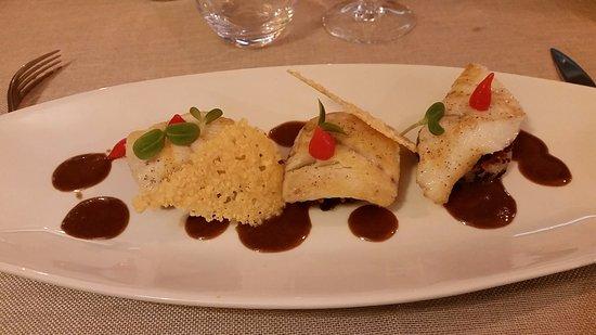 Saleilles, Francia: Filet de turbot à la plancha, risotto croustillant au vieux parmesan, caramel de foie gras de ca