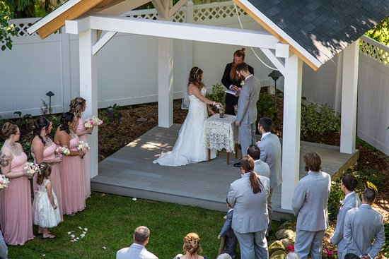 Montgomery Center, VT : Wedding Pavilion at the Phineas Swann Bed and Breakfast Inn.