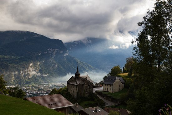 Chatillon-sur-Cluses, Frankrijk: View from the decking 2