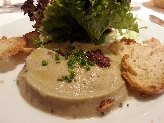 Lluis de les moles: Caviar de berenjena con ensalada y aceite de olivas negras