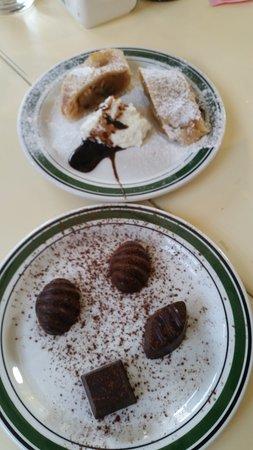 Kfar Kish, Israel: סירין: פרלינים שוקולד ועוגת שטרודל תפוחים