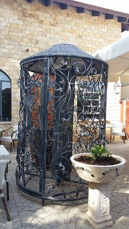 Kfar Kish, Israel: סירין: חצר המסעדה