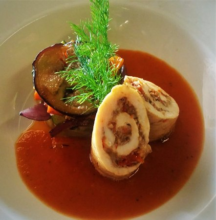 "Gordon's Bay, Sør-Afrika: Chef""s Inspiration - Chicken Roulade stuffed with Mushrooms, Sundried Tomato and Cheese"