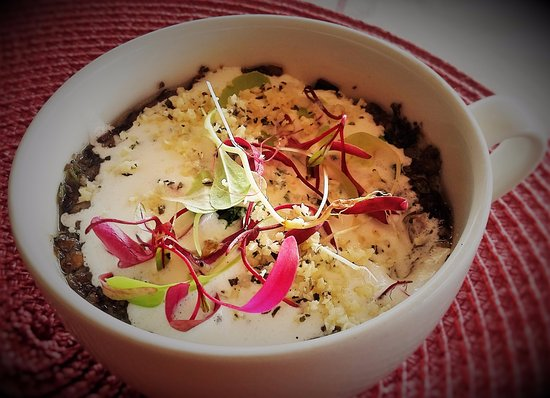 Gordon's Bay, Sør-Afrika: Black Olive risotto topped with mushroom Duxelle and Truffle Cream