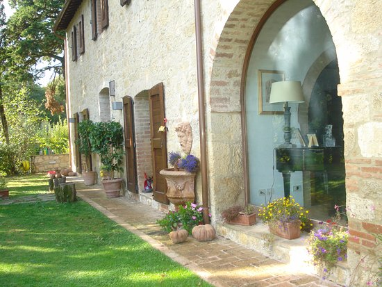 """Fabulous Italy: This fabulous window looks out onto a """"picture perfect garden"""""""