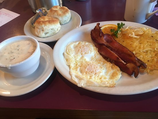 Belgian Waffle & Pancake House: Bacon and eggs with biscuit and extra side of gravy